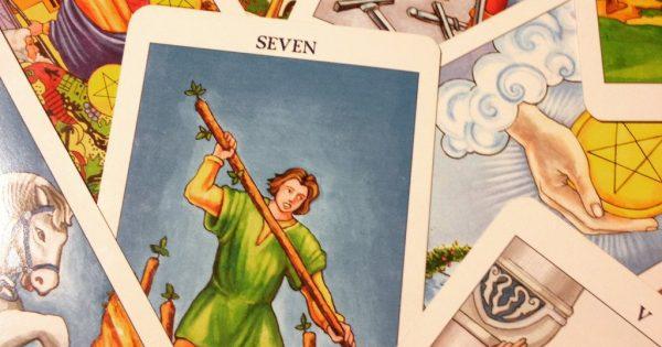 Οι κάρτες της ΤΑΡΩ φωτίζουν το μέλλον των σχέσεων